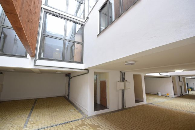 Thumbnail Terraced house for sale in Colne Road, Twickenham