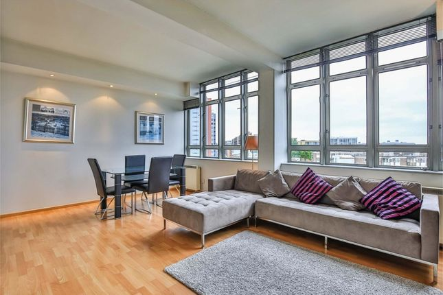 2 bed flat to rent in City Road, Old Street