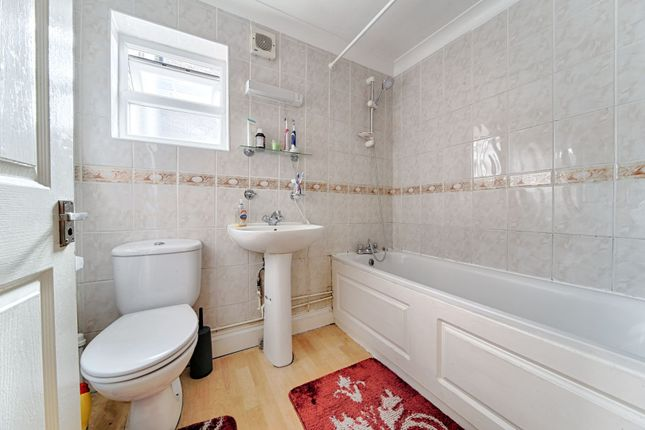 Bathroom of George Lane, Lewisham SE13