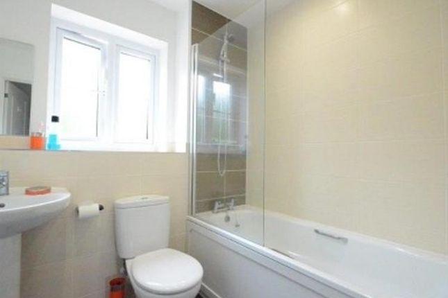 Bathroom of Nightjar Close, Farnborough GU14