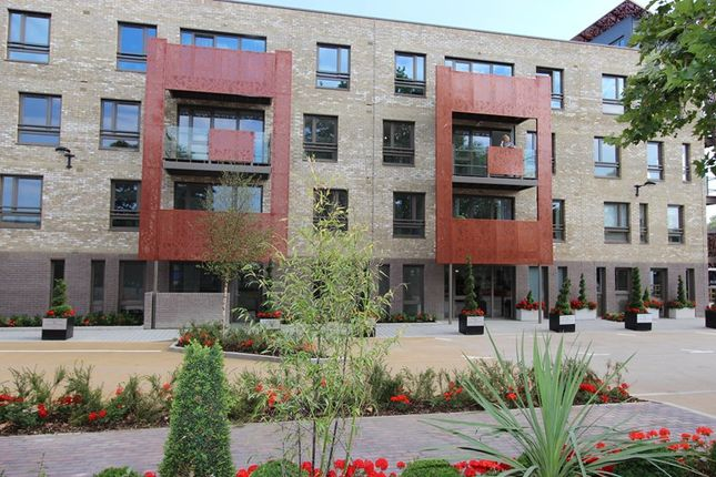 Thumbnail Flat for sale in Redwood Park, Rotherhithe