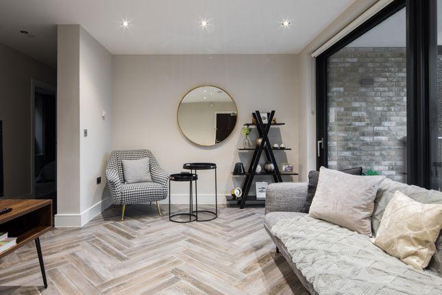 Thumbnail Flat to rent in Battersea Park Road, London