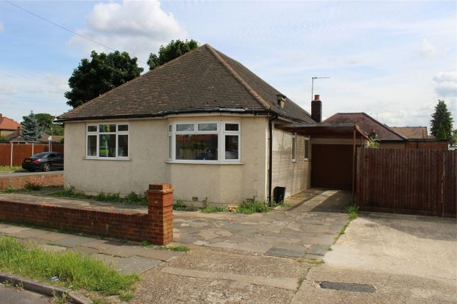 Thumbnail Detached bungalow to rent in Mahlon Avenue, Ruislip, Greater London