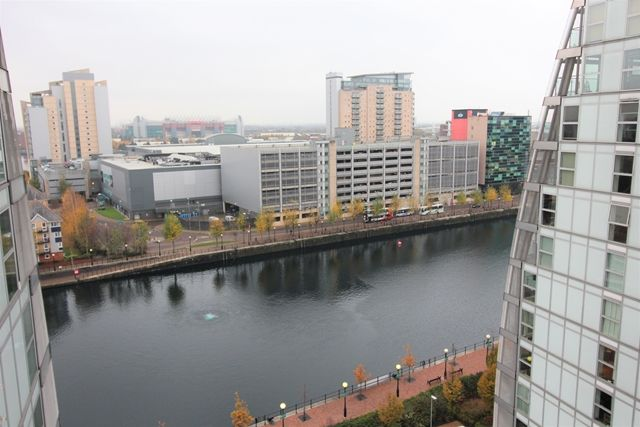 Thumbnail Flat to rent in Nv Building, The Quays, Salford