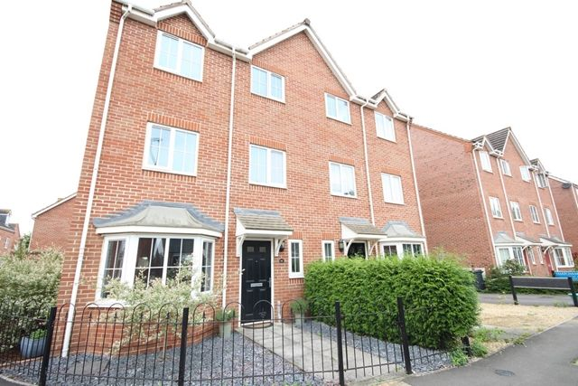 Thumbnail Town house to rent in Thatcham Avenue, Kingsway, Quedgeley