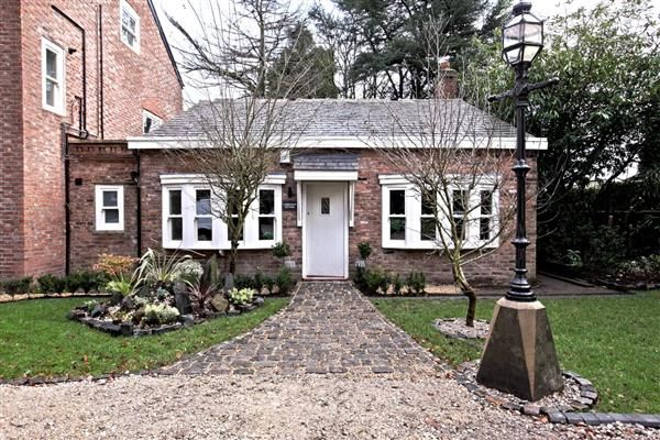 Thumbnail Flat to rent in Osbourne Cottage, Pymgate House, 149 Styal Road, Cheshire