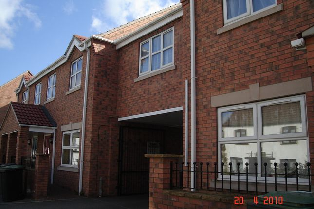 2 bed flat to rent in Silver Street, Ruskington