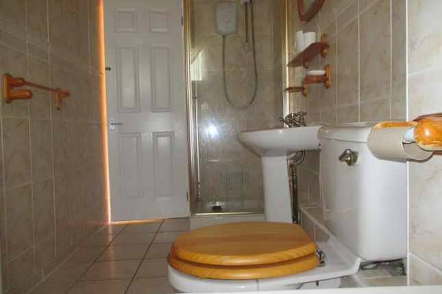 Bathroom of Southampton Place, Dundee DD4