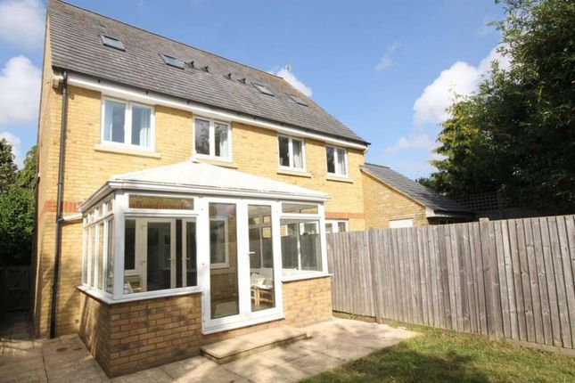 Thumbnail Semi-detached house to rent in Halwick Close, Hemel Hempstead
