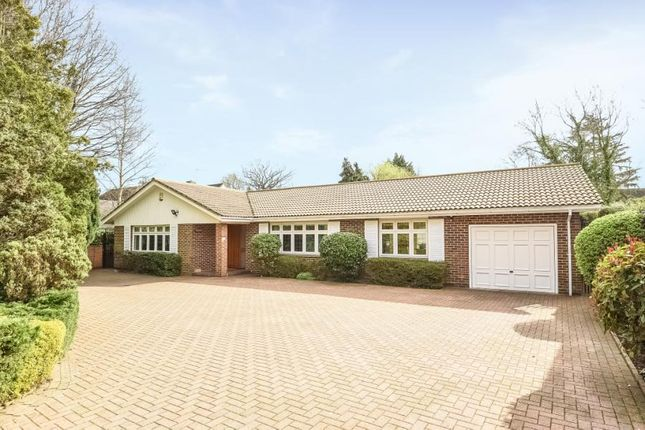 Thumbnail Bungalow for sale in Oaklands Lane, Arkley