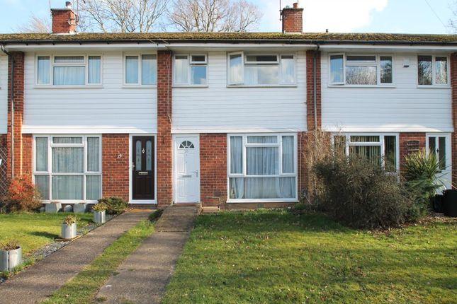 Thumbnail Terraced house to rent in Reynards Close, Winnersh