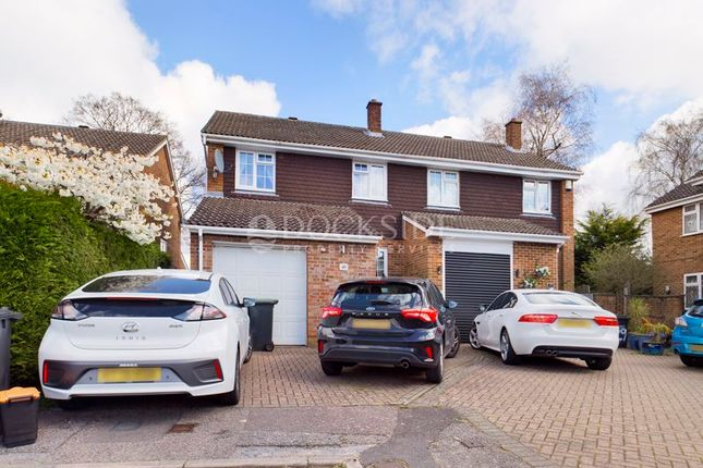Thumbnail Semi-detached house for sale in Oakleigh Close, Walderslade, Chatham