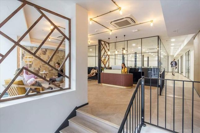 Office to let in The Charterhouse, Charterhouse Square, London