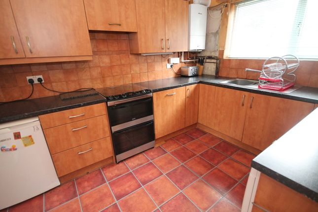 Thumbnail Town house for sale in Lennox Road, Todmorden