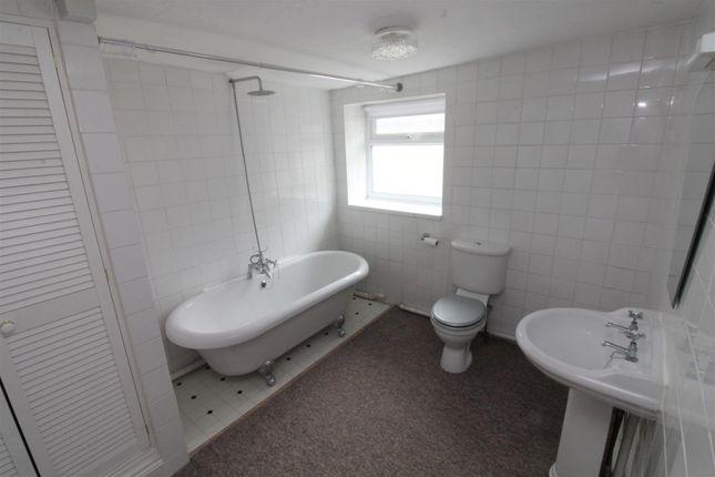 Top Flat Bathroom.