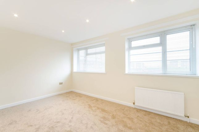 Thumbnail Terraced house to rent in The Retreat, Berrylands