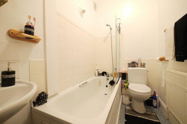 Bathroom - 4 Hayden House