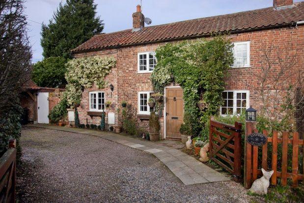 Thumbnail Cottage to rent in Nun Monkton, York