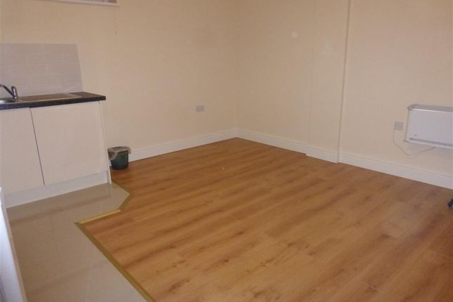 2 bed flat to rent in Romsey Road, Shirley, Southampton