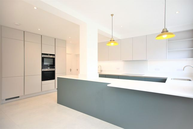 Thumbnail Property to rent in Shirehall Gardens, Hendon
