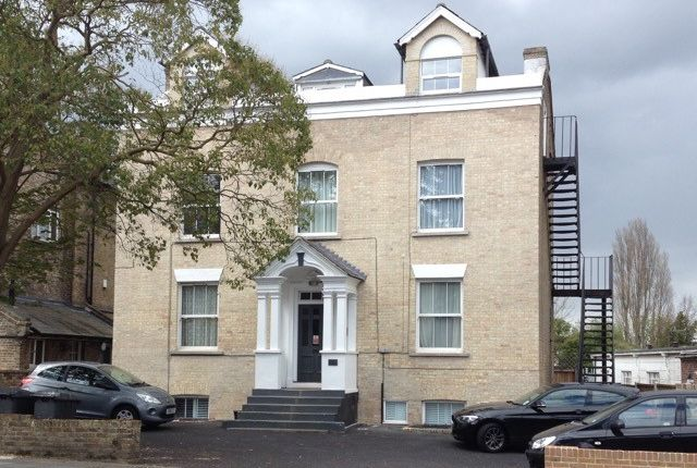 Studio to rent in 176 New London Road, Chelmsford CM2
