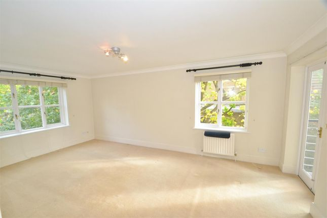 Flat to rent in Edge Hill, London