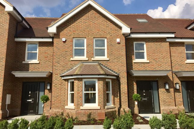 Thumbnail Terraced house for sale in Luton Road, Harpenden
