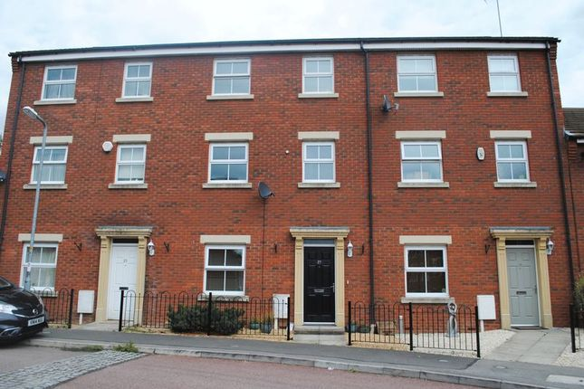 4 bed town house for sale in Batsmans Drive, Rushden