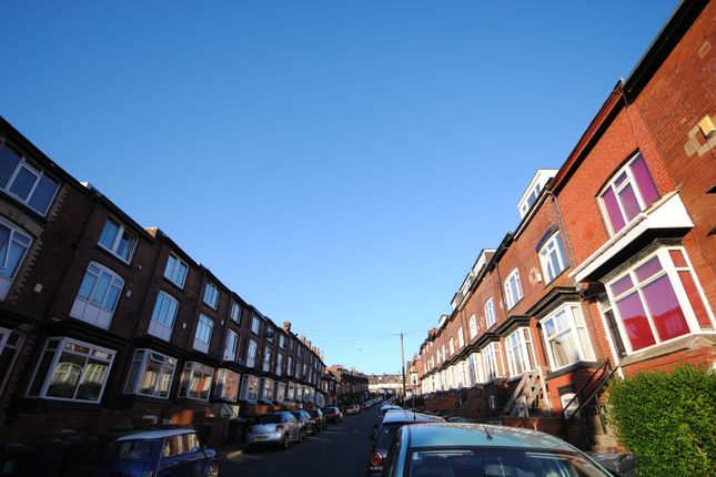 Thumbnail Terraced house to rent in 67 Manor Drive, Hyde Park