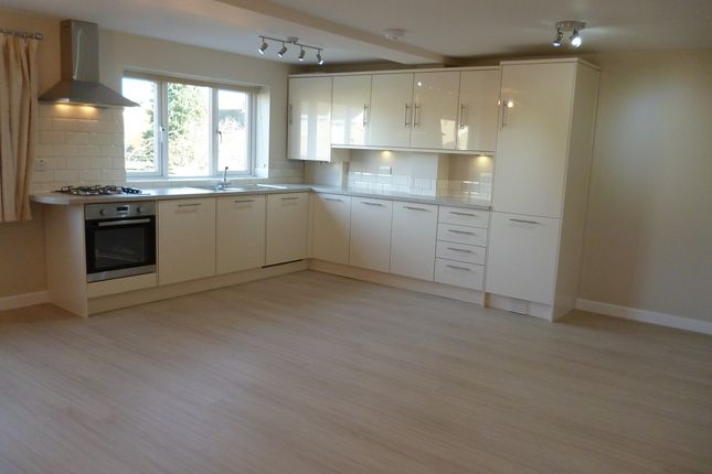 2 bed flat to rent in Churchill Road, Bicester, Oxon OX26