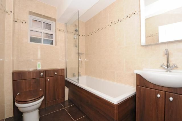 Bathroom of Main Street, Merton OX25