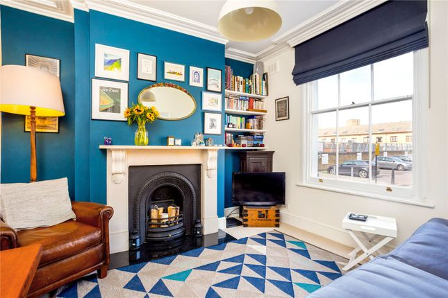 Maisonette for sale in Wrights Road, Bow, London