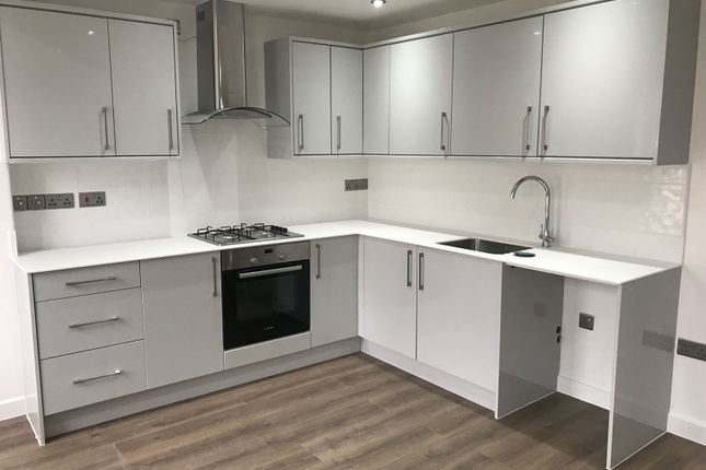 Thumbnail Flat to rent in Commercial Road, Whitechapel