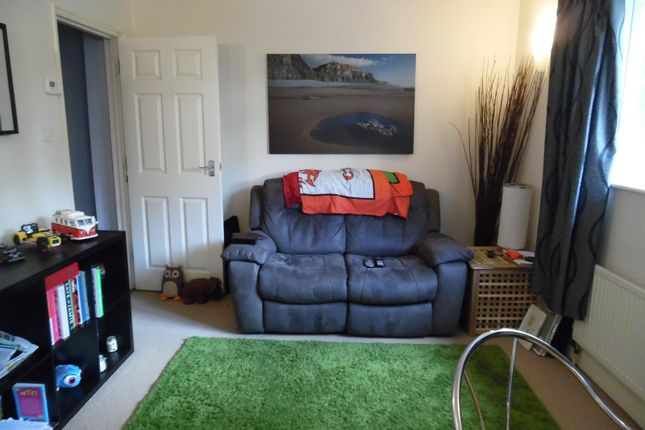 Thumbnail Flat to rent in Barrington House, Guildford Road, Westcott, Dorking