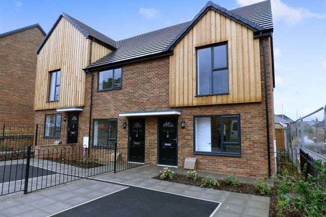 2 bed end terrace house for sale in Daisy Close, Woodshutts Park, Kidsgrove