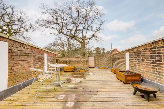 Roof Terrace of Levana Close, London SW19