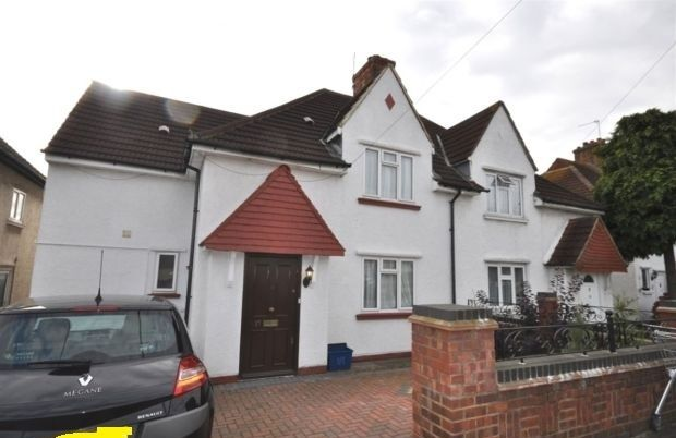 5 bed detached house to rent in Sturgess Avenue, London
