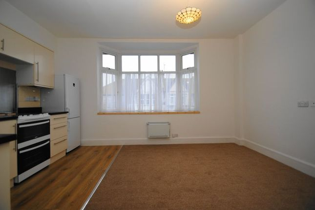 Thumbnail Flat to rent in Leigh Road, Leigh-On-Sea