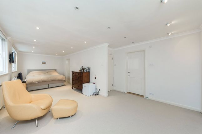 Bedroom of Holbein Mews, Chelsea, London SW1W
