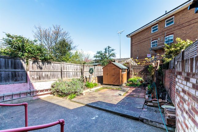 4R3A9299 of Rectory Gardens, Hornsey N8