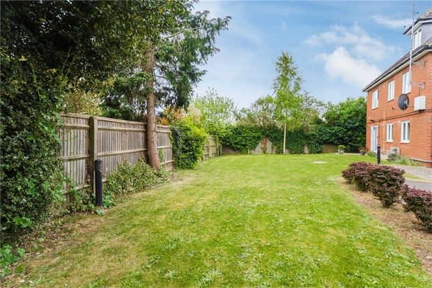 2 Bed Flat For Sale In Flat 4 Duvall Court Merton Road