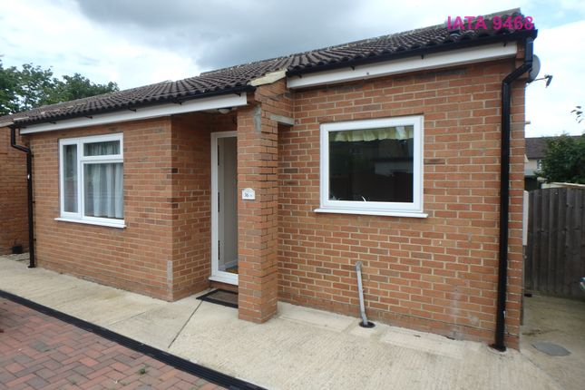 Thumbnail Bungalow to rent in North Street, Calne