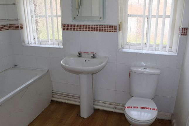 Bathroom of Oakhouse Park, Walton, Liverpool L9