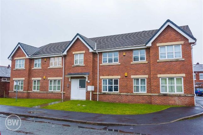2 bed flat to rent in Oxford Court, Leigh, Lancashire