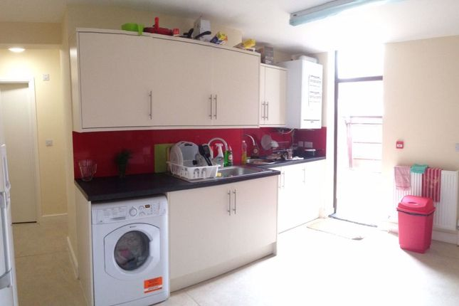 Room to rent in Somerset Road, Hyde Park, Doncaster DN1