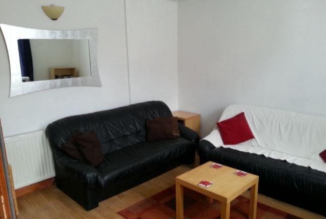 Thumbnail Property to rent in Buckstone Way, Leeds
