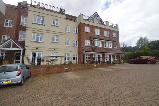 Thumbnail Flat for sale in Holmes Place, Crowborough