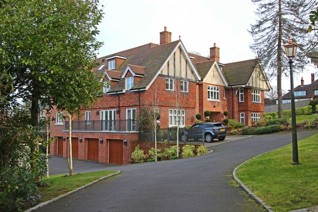 Thumbnail 2 bed flat for sale in The Glade, Kingswood, Tadworth