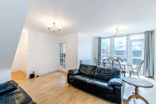 Thumbnail Flat to rent in Manningford Close, Clerkenwell, London