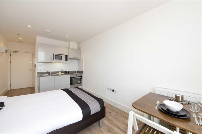 Studio to rent in Kilburn High Road, Kilburn